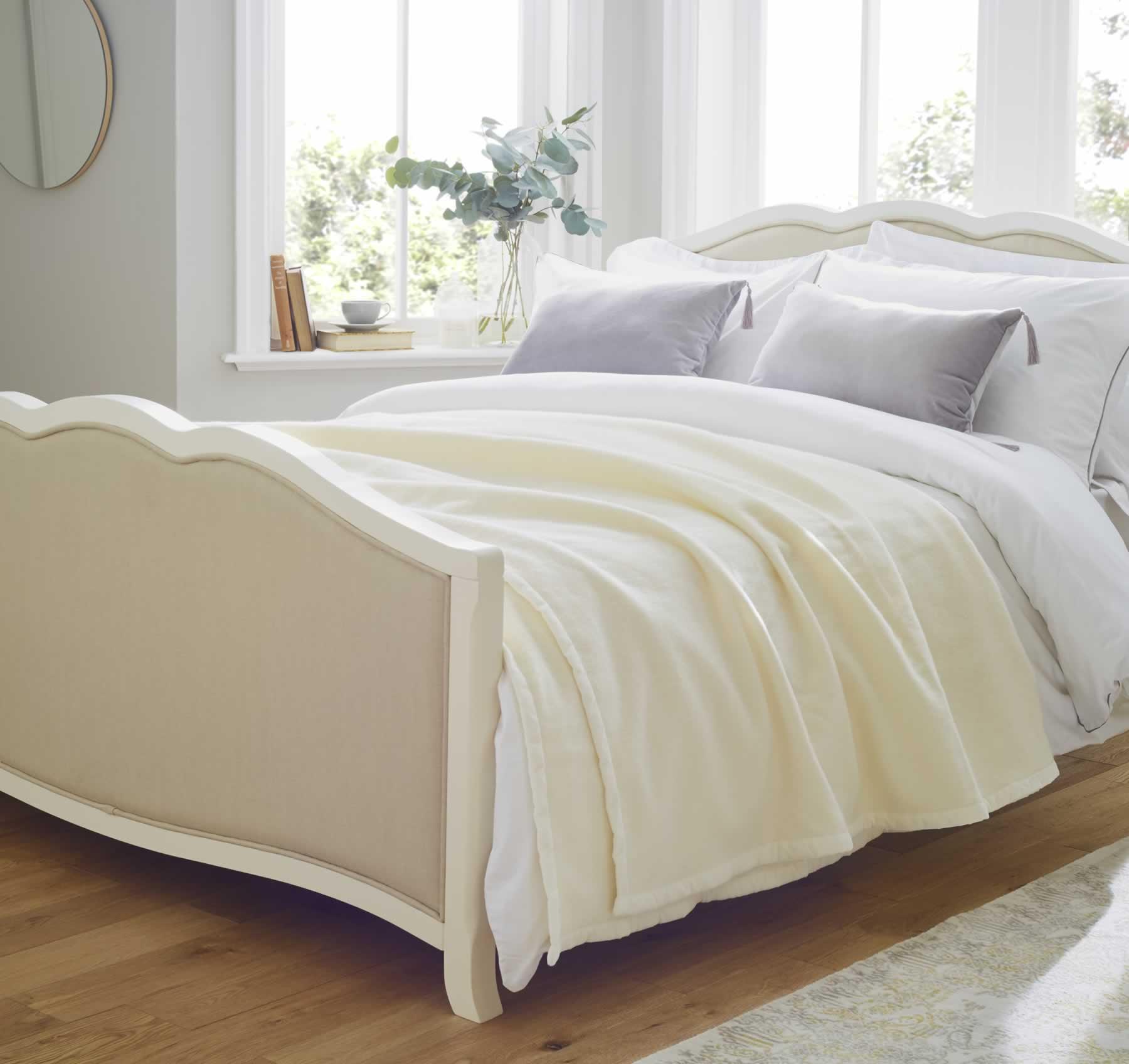 Elizabeth 100% Lambswool Double Blanket in White